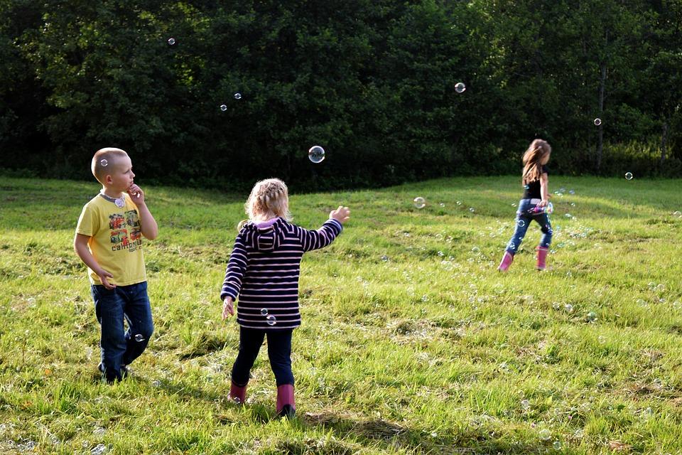 Gyerekek játszanak